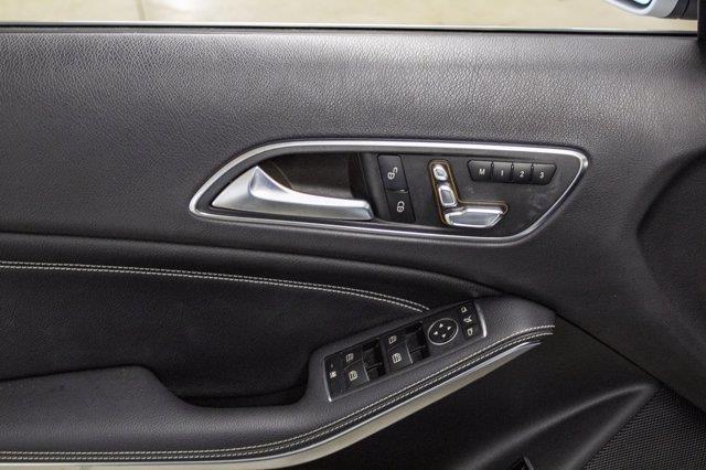 Mercedes-Benz GLA-Class 20
