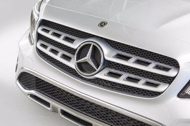 Mercedes-Benz GLA-Class 28