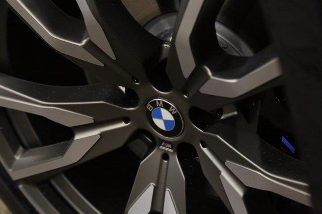 BMW X7 8