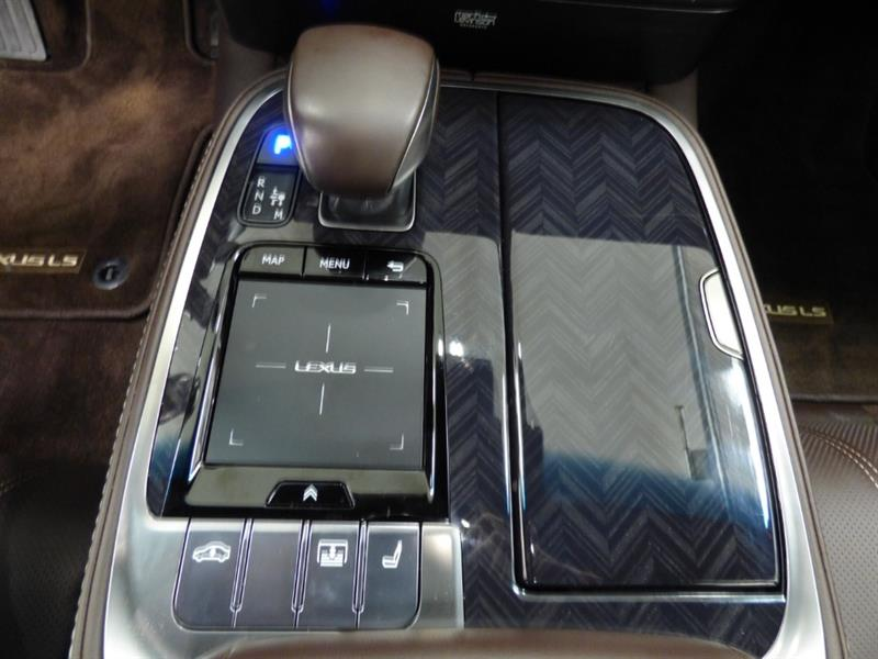 Lexus LS 27