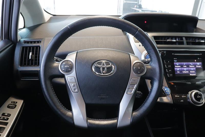 toyota Prius v 2016 - 9