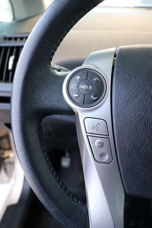toyota Prius v 2016 - 10