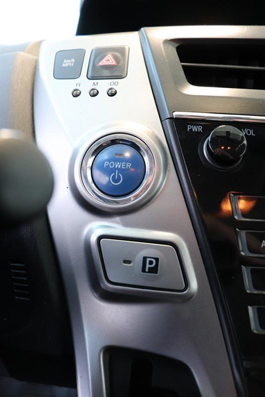 toyota Prius v 2016 - 16
