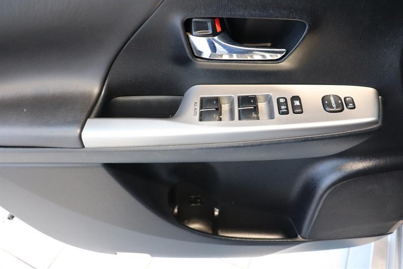 toyota Prius v 2016 - 18