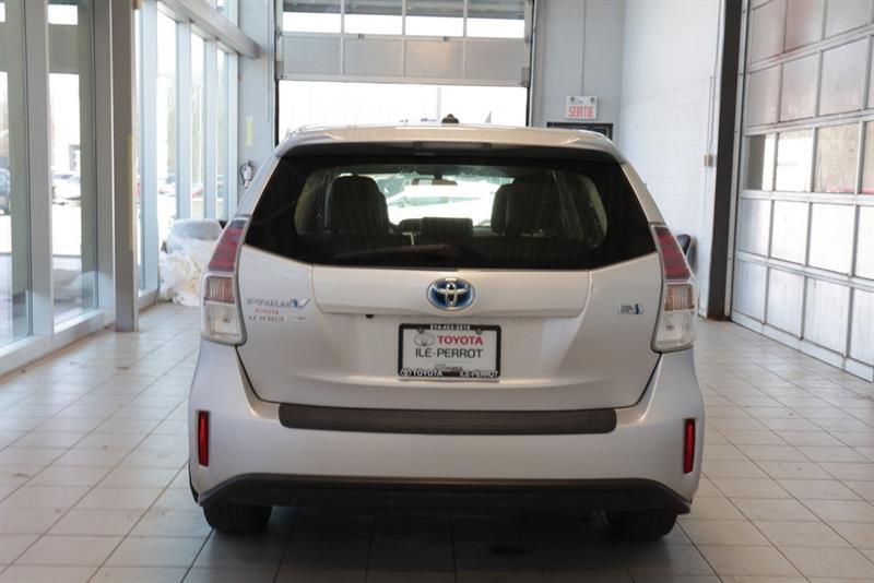 toyota Prius v 2016 - 21