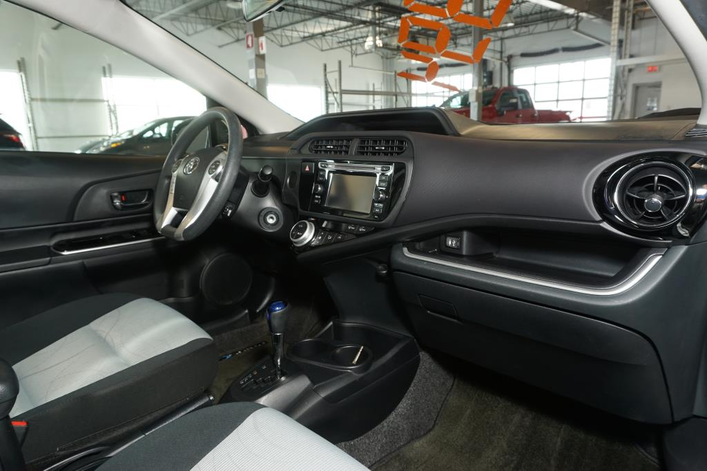 toyota Prius 2016 - 10