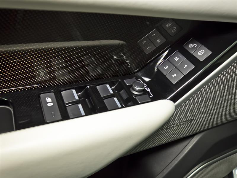 Land Rover Velar 26