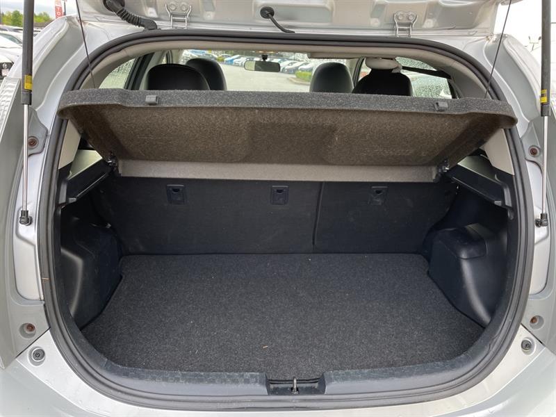 toyota Prius c 2012 - 18