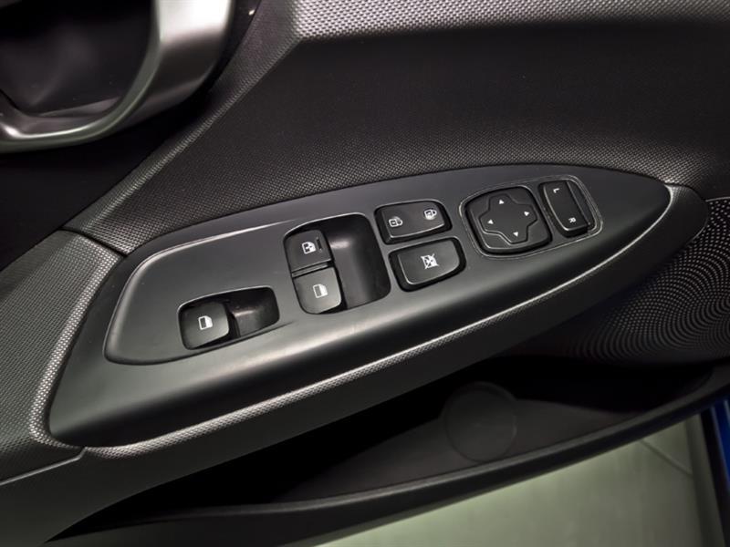 Hyundai Veloster 27