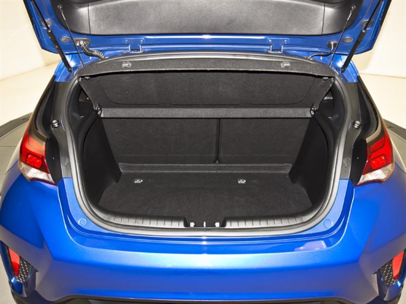 Hyundai Veloster 33