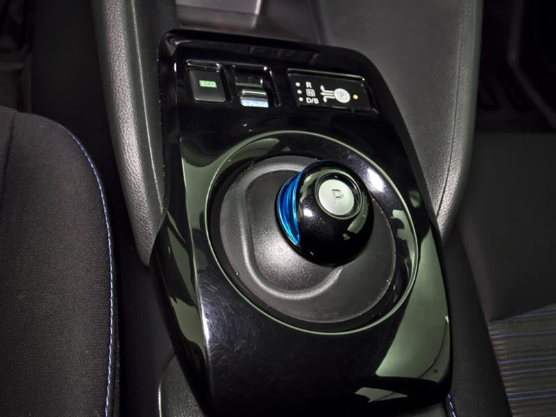 Nissan LEAF 25