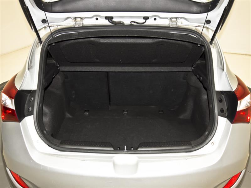 Hyundai Elantra GT 31