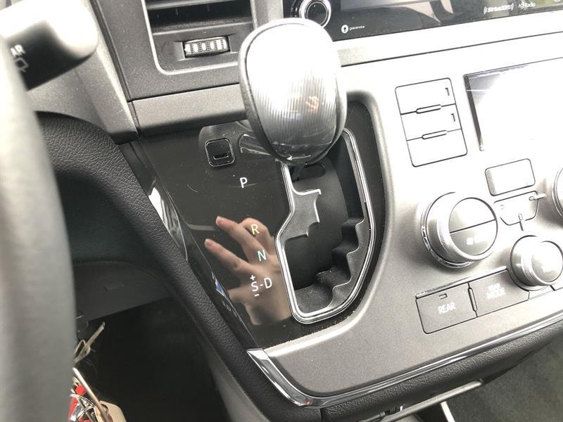 toyota SIENNA SE 2WD 2018 - 26