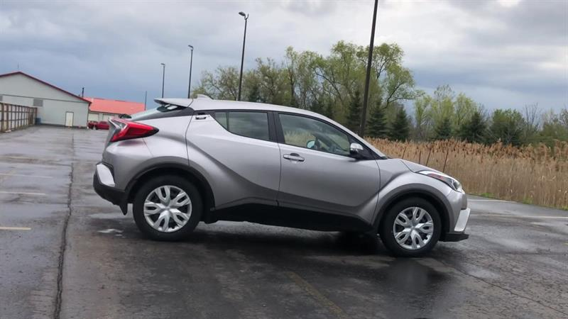 toyota C-HR LE 2WD 2019 - 9