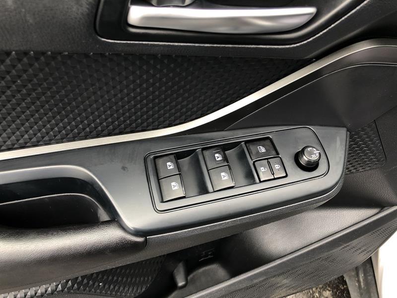toyota C-HR LE 2WD 2019 - 12