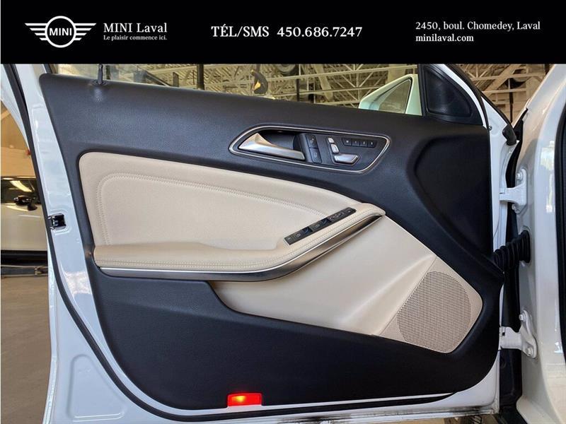 Mercedes-Benz GLA-Class 12