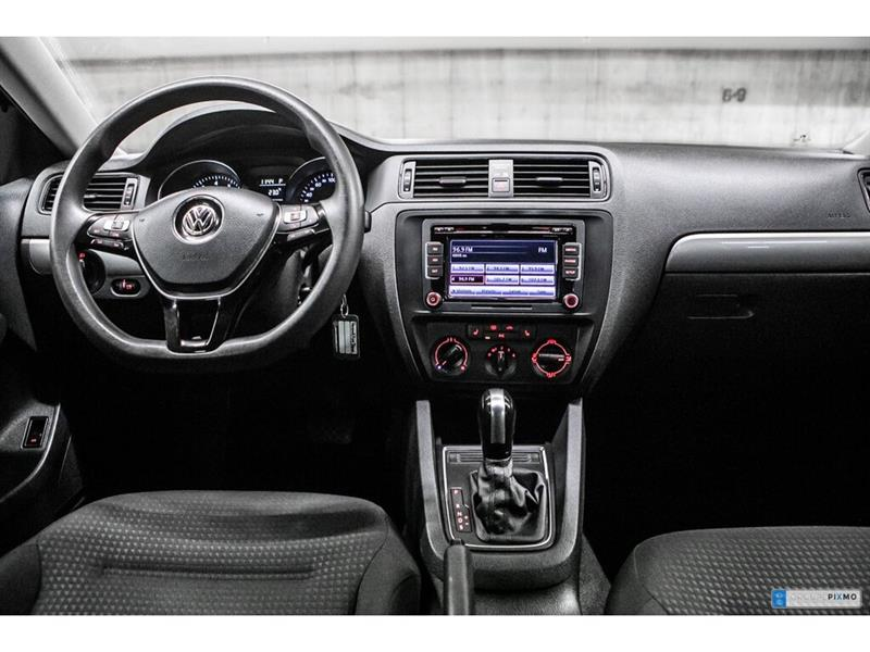 Volkswagen Jetta Sedan 26