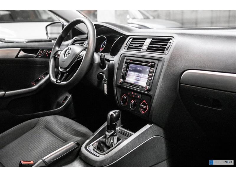 Volkswagen Jetta Sedan 29