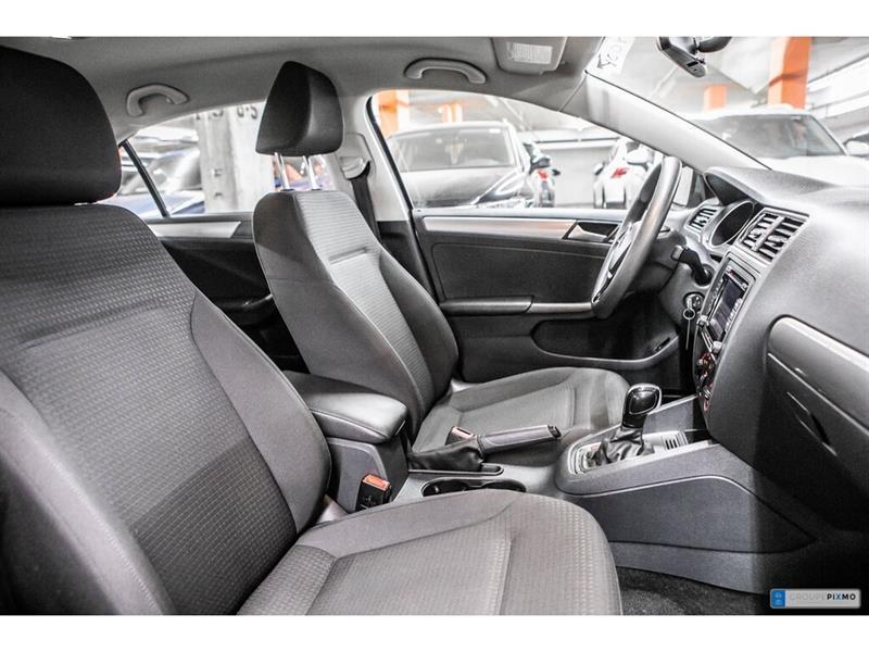 Volkswagen Jetta Sedan 31