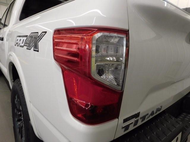 Nissan Titan 4