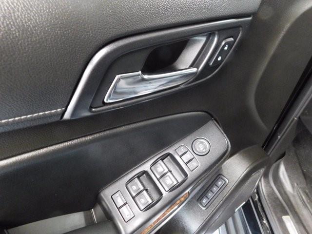 Chevrolet Suburban 23