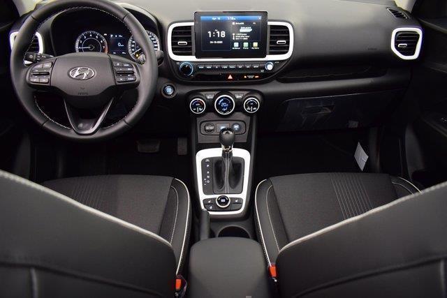 Hyundai Venue 13