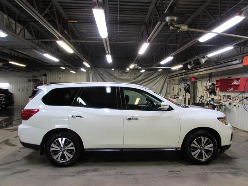 Nissan Pathfinder 2017 4 RM 4 portes S
