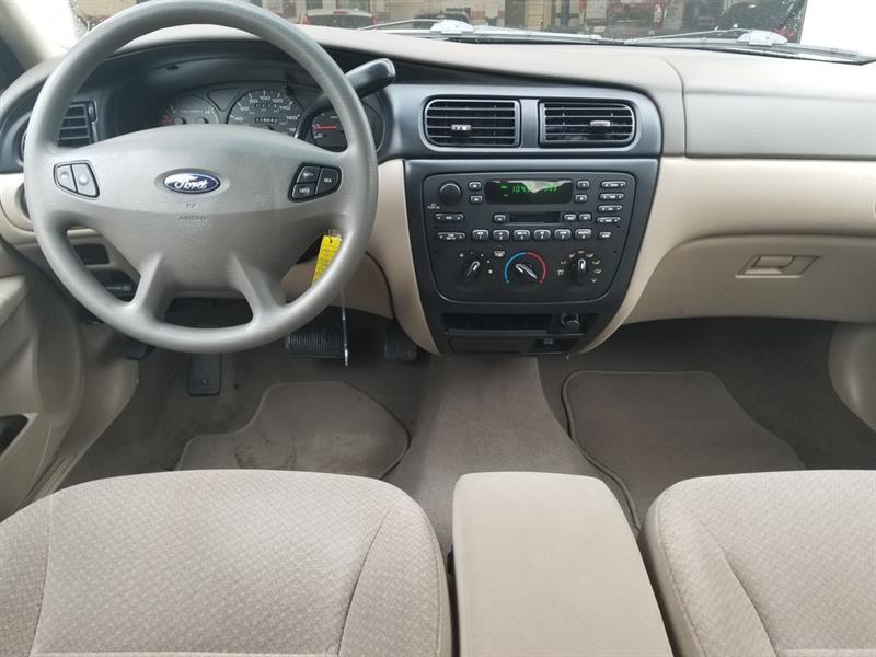 Ford Taurus 10