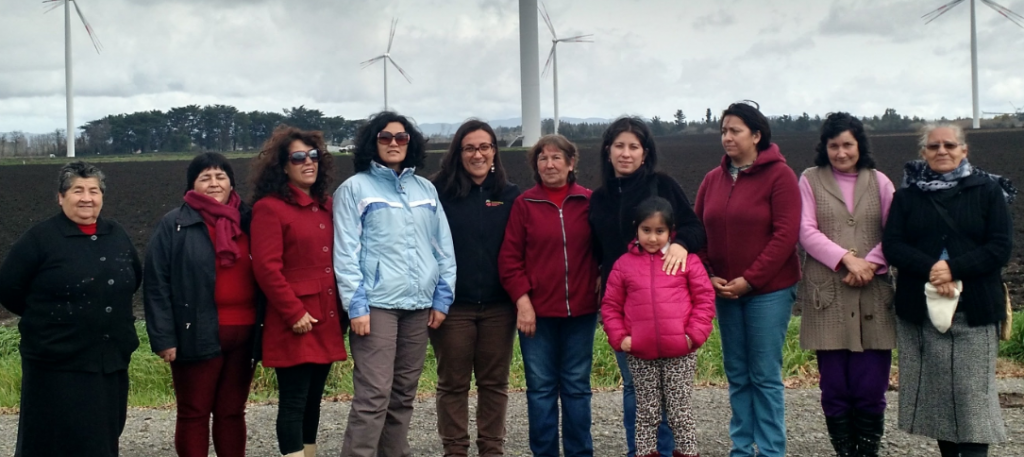 Mainstream's Daniela Rodriguez welcomes the local community to Cuel Wind Farm
