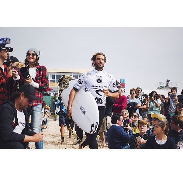 @fredericomoraiis did work today at the Moche Pro Portugal. Highest heat score of the day and straight into round 3! Go Freddy!