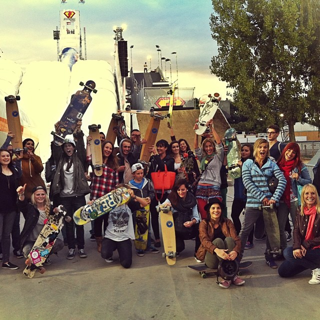 #RidingWomen cruise through Zurich during @Freestylech to make a statement: we want more girls into #boardsports & real industry backing! @7skymagazine invited influential women in the boardsports scene such as pro snowboarder @sinacandrian,...