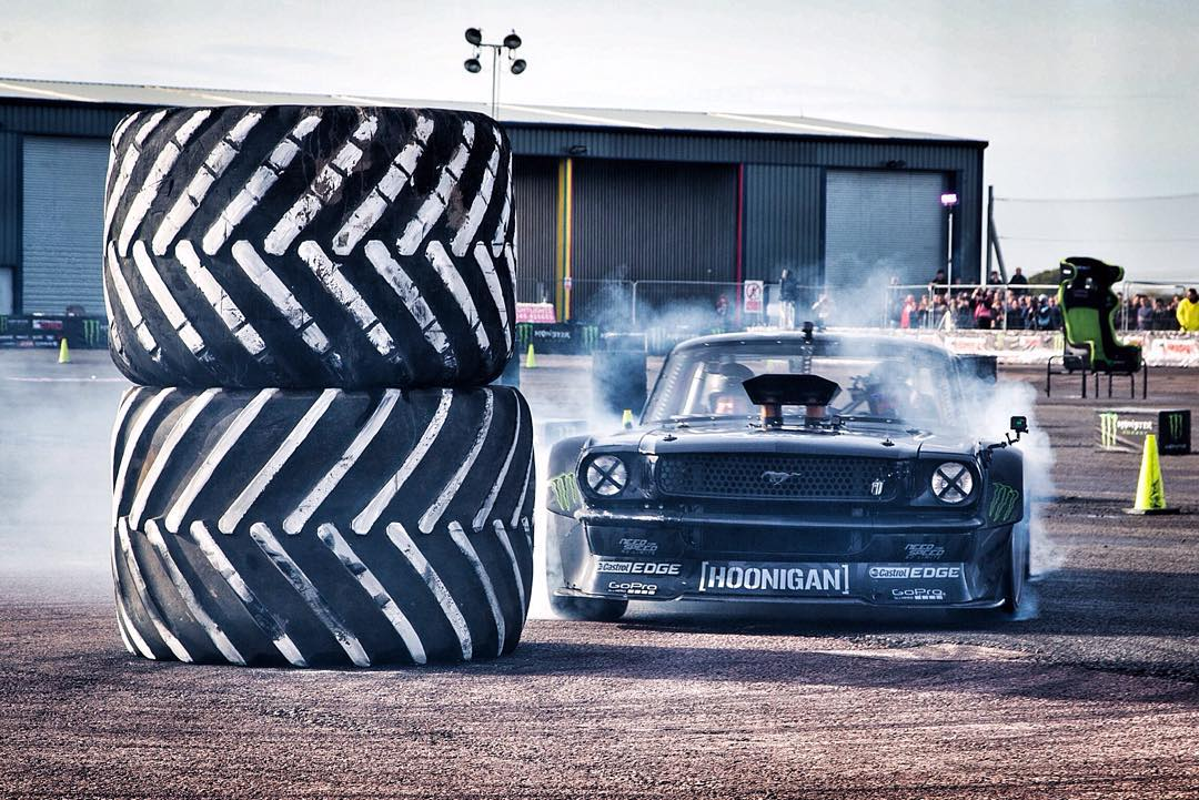 Watch HHIC @kblock43 kill tires in the #hoonicorn around the final obstacle; 720 degree donuts around some big ole tires, live at @gymkhanagrid right now.  #cookemhot