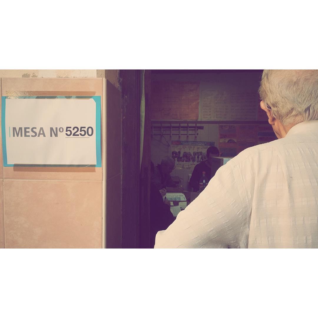 Esperando a votar #elecciones2015 #voto #elecciones #presidente