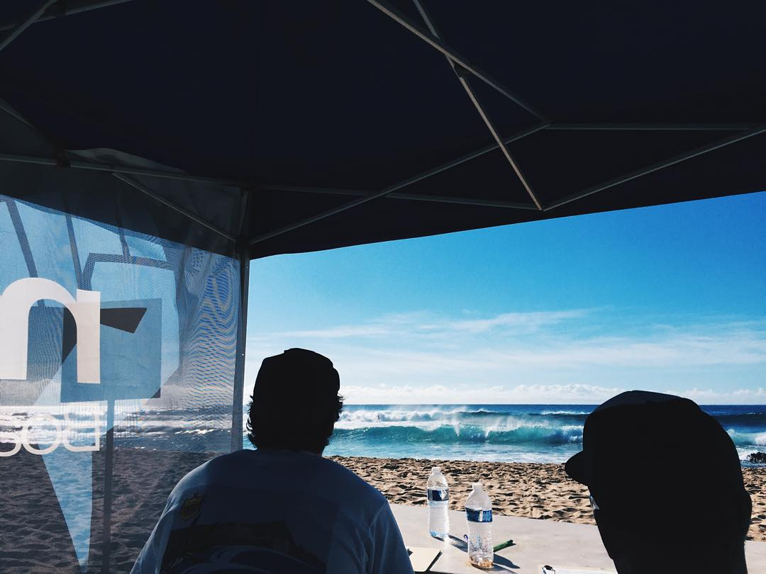 Straight from the judges tent at Sandy Beach! Can't make it down today for the Hawaii Surfing Championship? Don't worry! Thanks to one of our awesome sponsors @scaryblanket you can head over to hawaiisurfingchampionship.com to watch the contest live!...