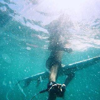 FLOAT ON // seek the sea #luvsurf #wearthecalidream @olivia.doan #luvsurfgirl #floaton