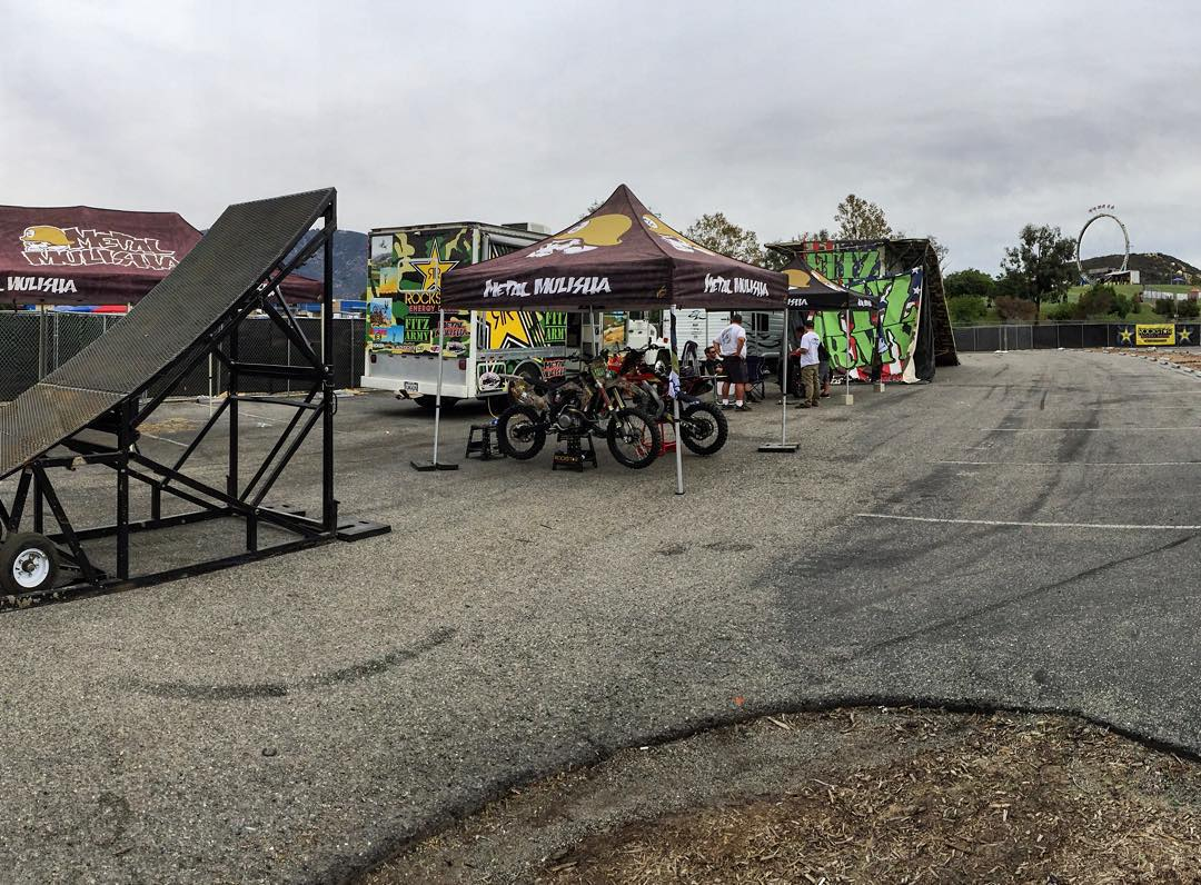 Who's coming to @KnotFest today? @MetalMulisha @FitzArmyFMX crew @GarlandFMX @JulsDuss @VinnieCarbone #FMX Show starts at 2:30PM