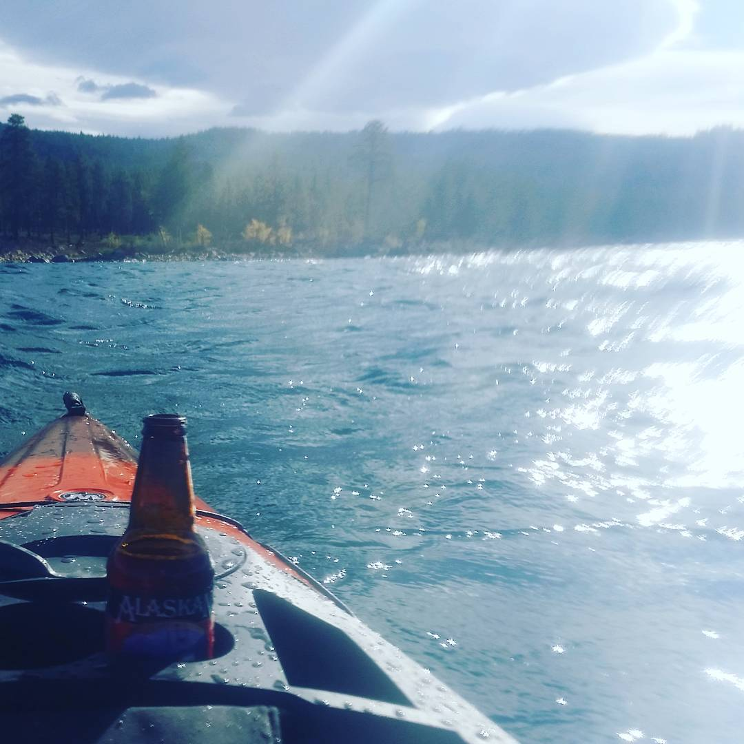 Choppy morning on the water.  Winter is coming! #watersports  #kayak #laketahoe #wildernesssystems #alaskanbrewing #getoutside #graniterocx