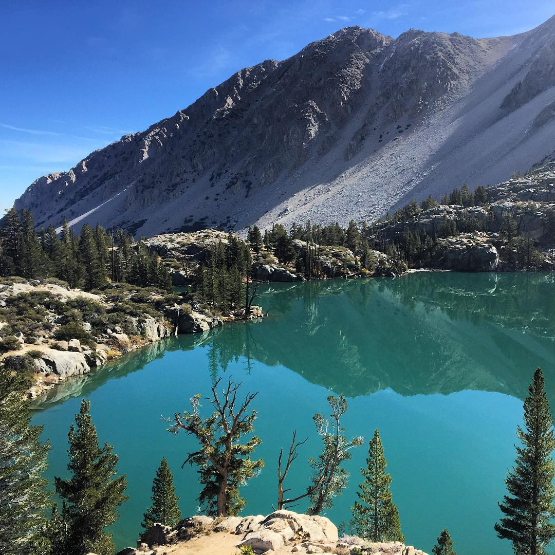 Lake One looking extra turquoise this weekend down south in the eastern Sierra. Can't beat this view surrounded by 14ers in the John Muir Wilderness. _ #itswayoutthere