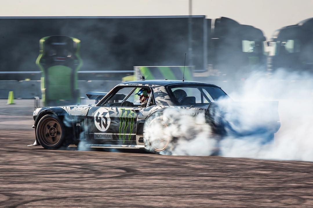 Today's workday: 25 ride-alongs for @Castrol out here on the GymkhanaGRID course at Santa Pod in the UK, in the Ford Mustang Hoonicorn RTR. That's almost 3 times as many runs as I've had on this course all weekend! Ha. I very rarely get seat time in...