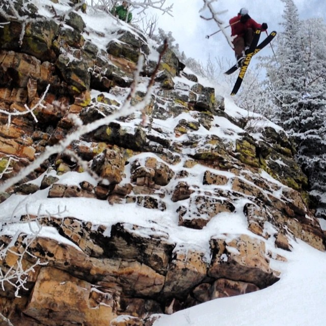 "Even after skiing hundreds, if not thousands of runs in Pebble Creek's ""Glades"", Bo Ferro found a new cliff yesterday and did not hesitate to send 'er for the camera of TanSnowMan... Yeah Bo!  @boferro @tansnowman @pit_viper  #magicskiwands #pandatribe..."