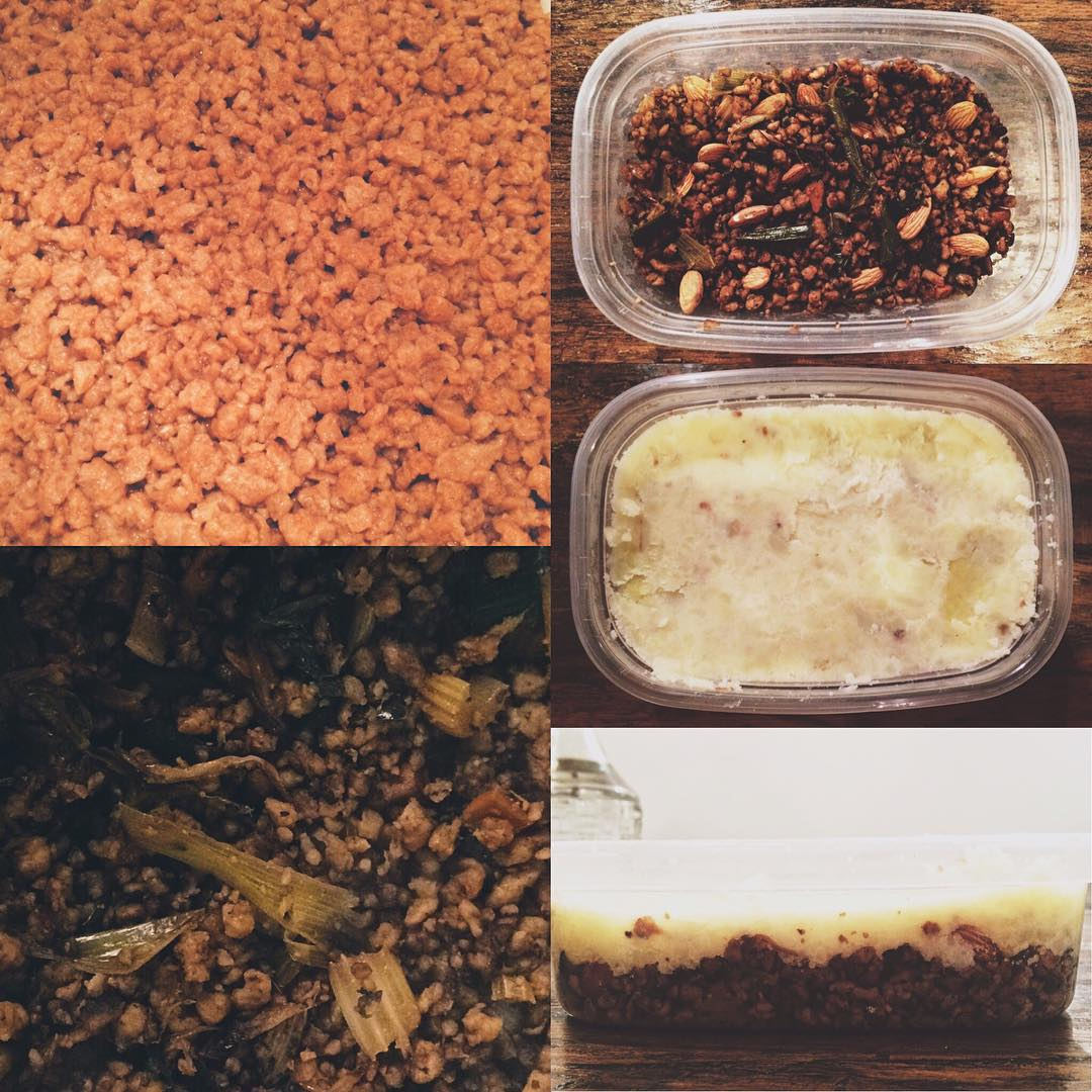 Cocinando rico y sano, mi vianda para el trabajo: carne de soja + salteado de verduras + almendras y papa.
