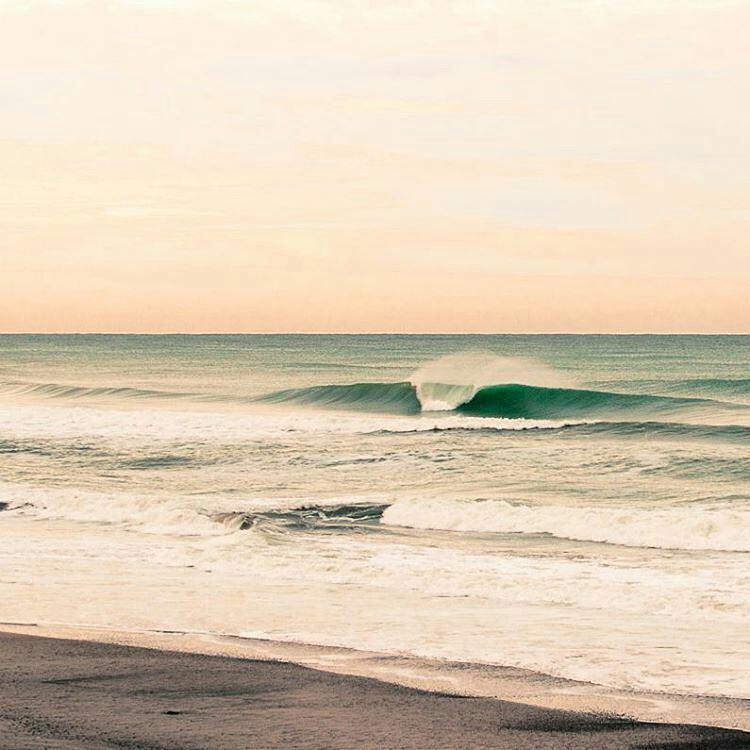 @betoviedo -  Uno de esos días... #justpassingthrough #LifeIsShortGoSurfing #lifestyle #sun #surf