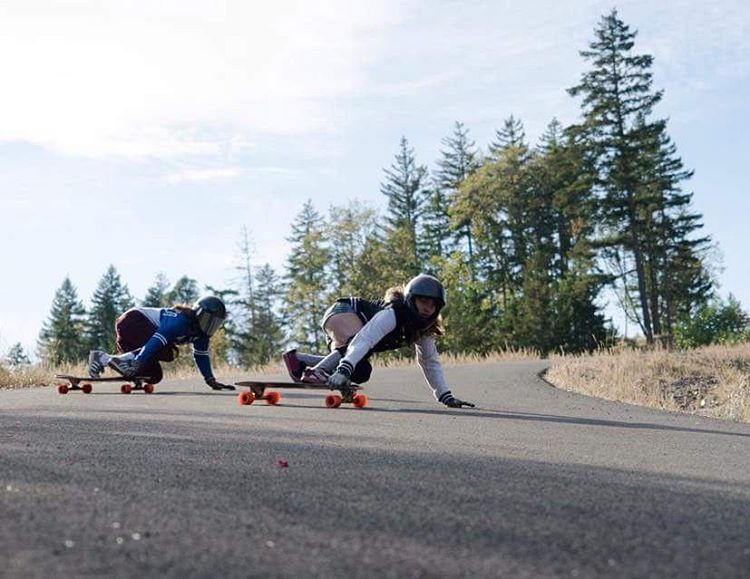 Low to the floor and up and out the door, @chelagiraldo and @iamcindyzhou get their shred on before Oregon rainy season hits.  Photo: @baddecisionsalex  #Orangatang #Orange #InHeats