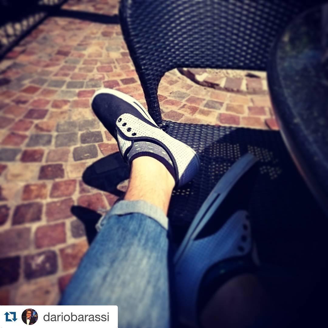 El crack de @dariobarassi con sus #MediasConOnda #Relax #Canchero #Soquetes ・・・ C mis @tiendasuarez y @ponyarg al sol. Posteo chivero de gordo al pedo