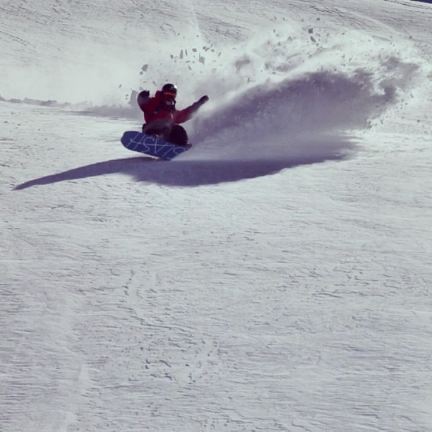 Slashing with Gigi's board #atv @slashsnow @nikesnowboarding #lasleñas #eventosencomunidad @7veintestore