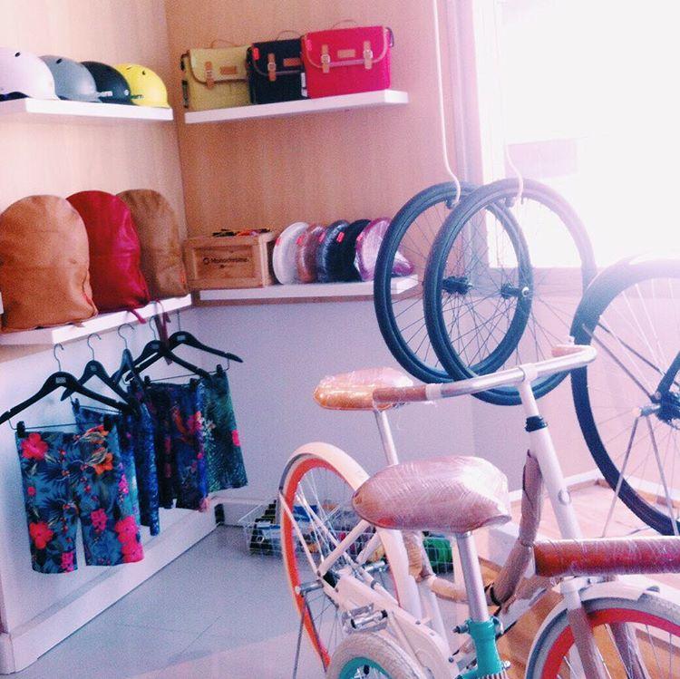 A partir de hoy encontranos en el stand de @monochromebikeshop dentro de @editor.market, un nuevo mall de diseño en Corrientes y S Martin ✨