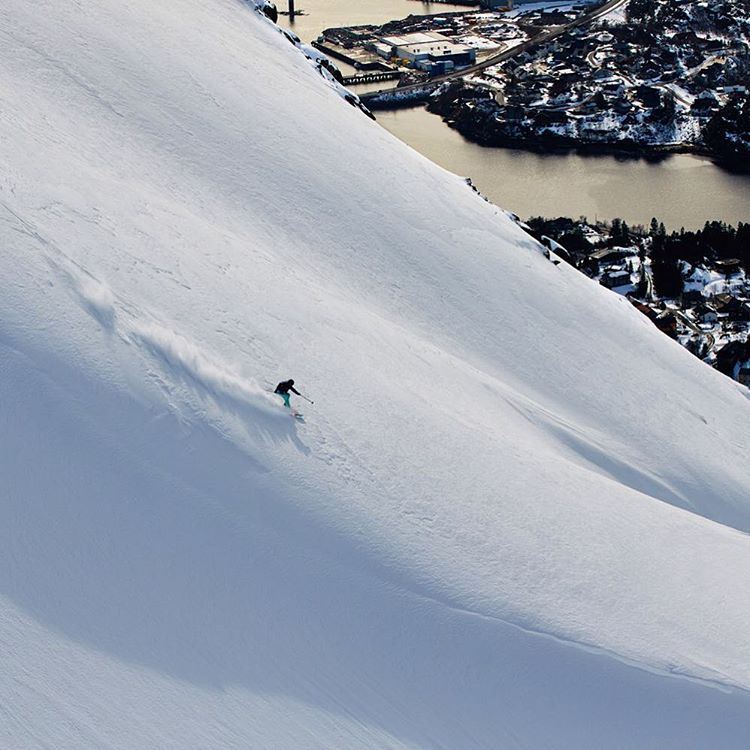 @lena_stoffel carving her own path in Norway #ROXYsnow