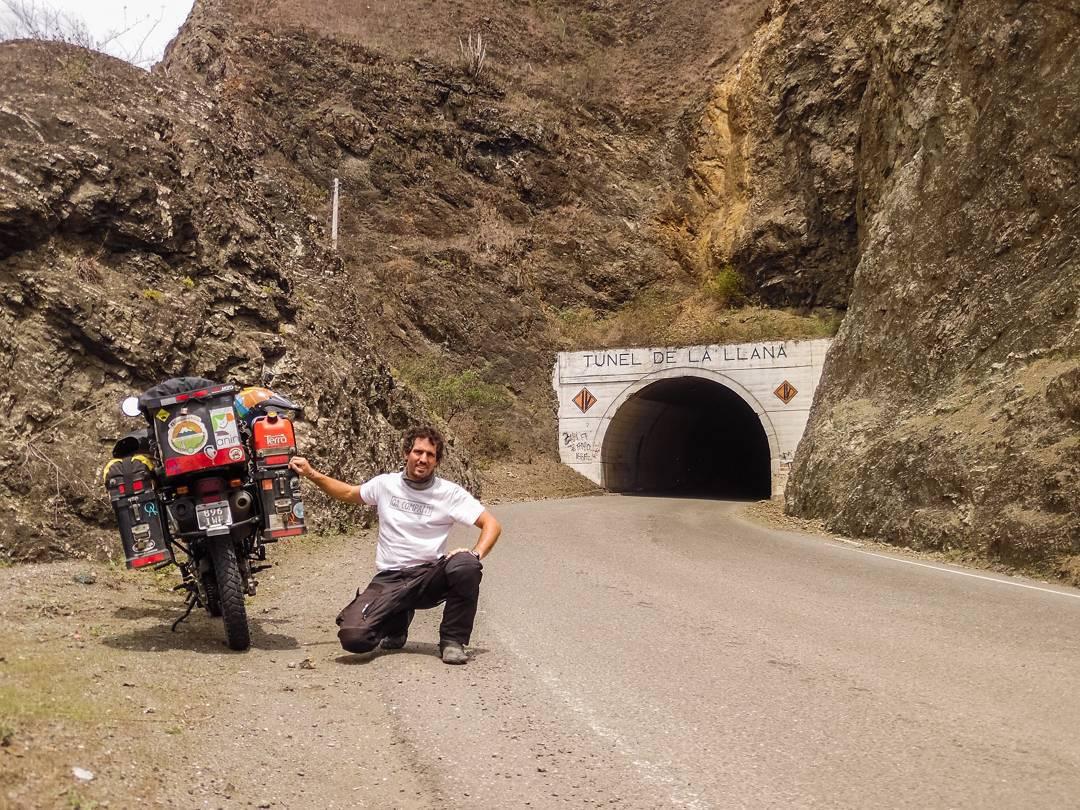 Cada día más cerca de casa... Javi continua su viaje uniendo Alaska con Argentina. Hoy cruzando Ecuador estima llegar en diciembre al país. #QAxelmundo #ActitudQA #soplandoalnorte