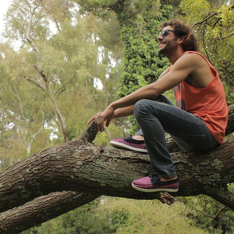 @dany_locosxelsurf  en el back del vídeo @perkyshoes  Campeón de longboard Dani Gil.