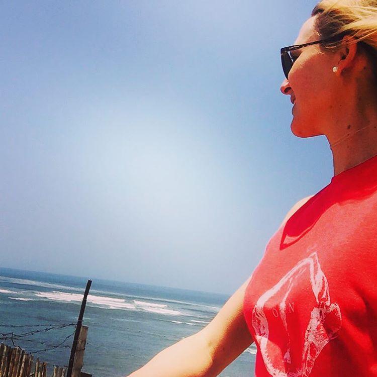 Nuestra Rider @paulahastrup disfrutando de su #riding en Perú! Ella usa t-shirt #jaw  #kitesurfing #wowlife